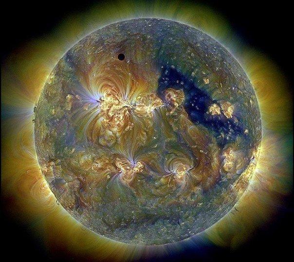 С такого небольшого расстояния зонд будет изучать солнце в видимом и радиодиапазоне, ультрафиолете и рентгене