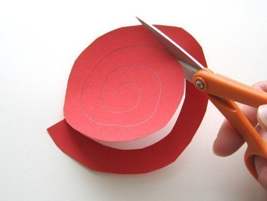 Как сделать из бумаги розу из цветной бумаги своими руками
