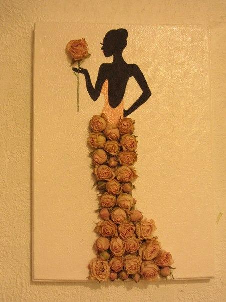 Картина из роз сухих