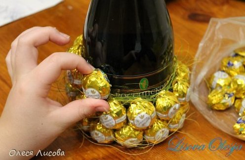 Украшение из конфет своими руками с