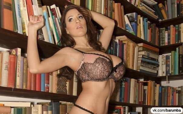 показывают сиськи в библиотеке