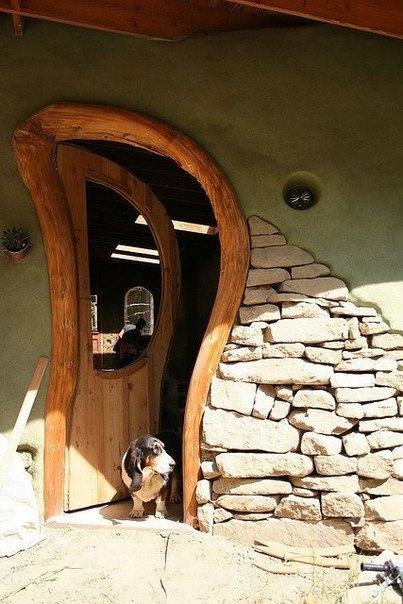 необычные входные двери в дом