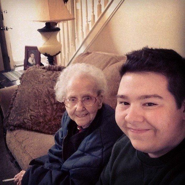 Стаушка сняла трусы и стала раком перед сыном фото 290-897